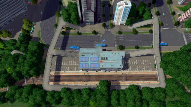 Железнодорожный вокзал с переходом для пешеходов